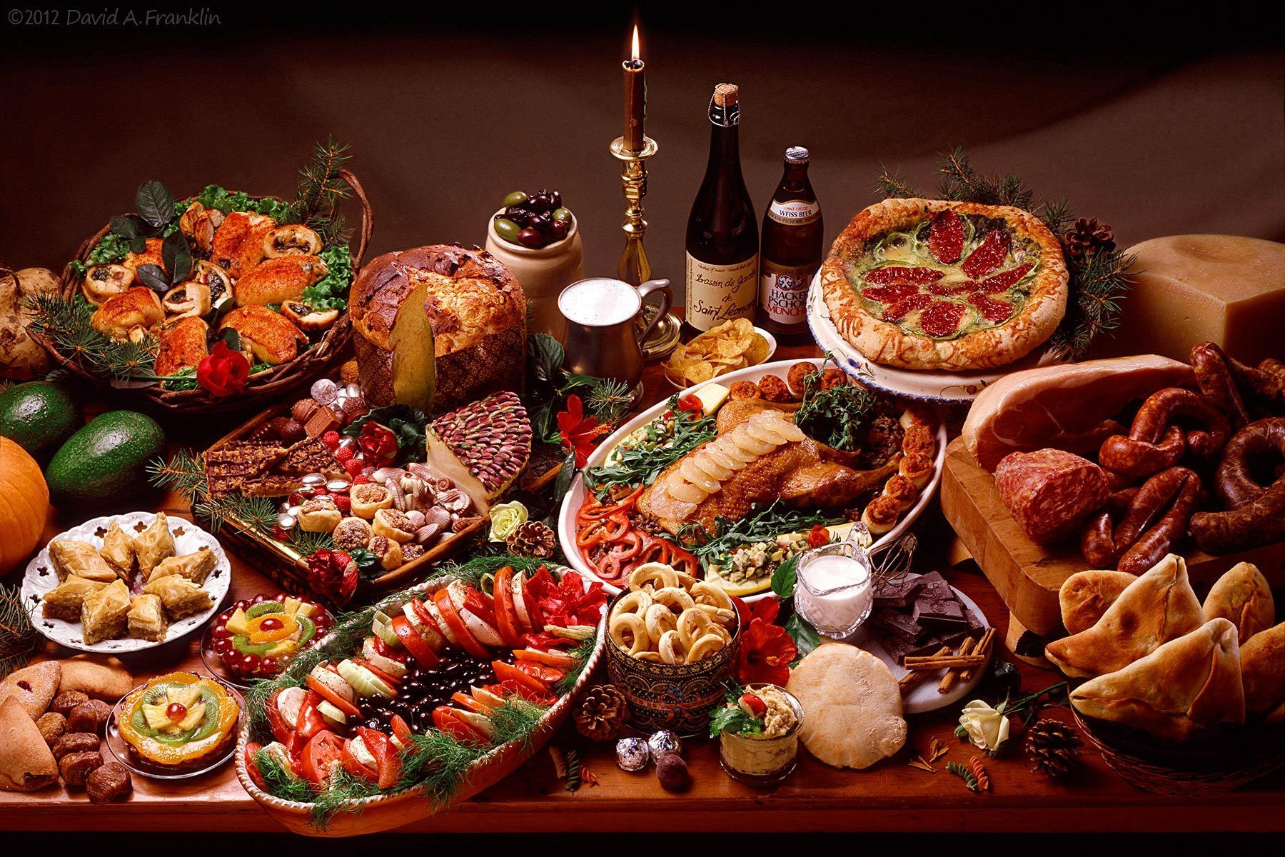 ChristmasFeast_GreatVarietyOnVeryLargeTable_Editorial