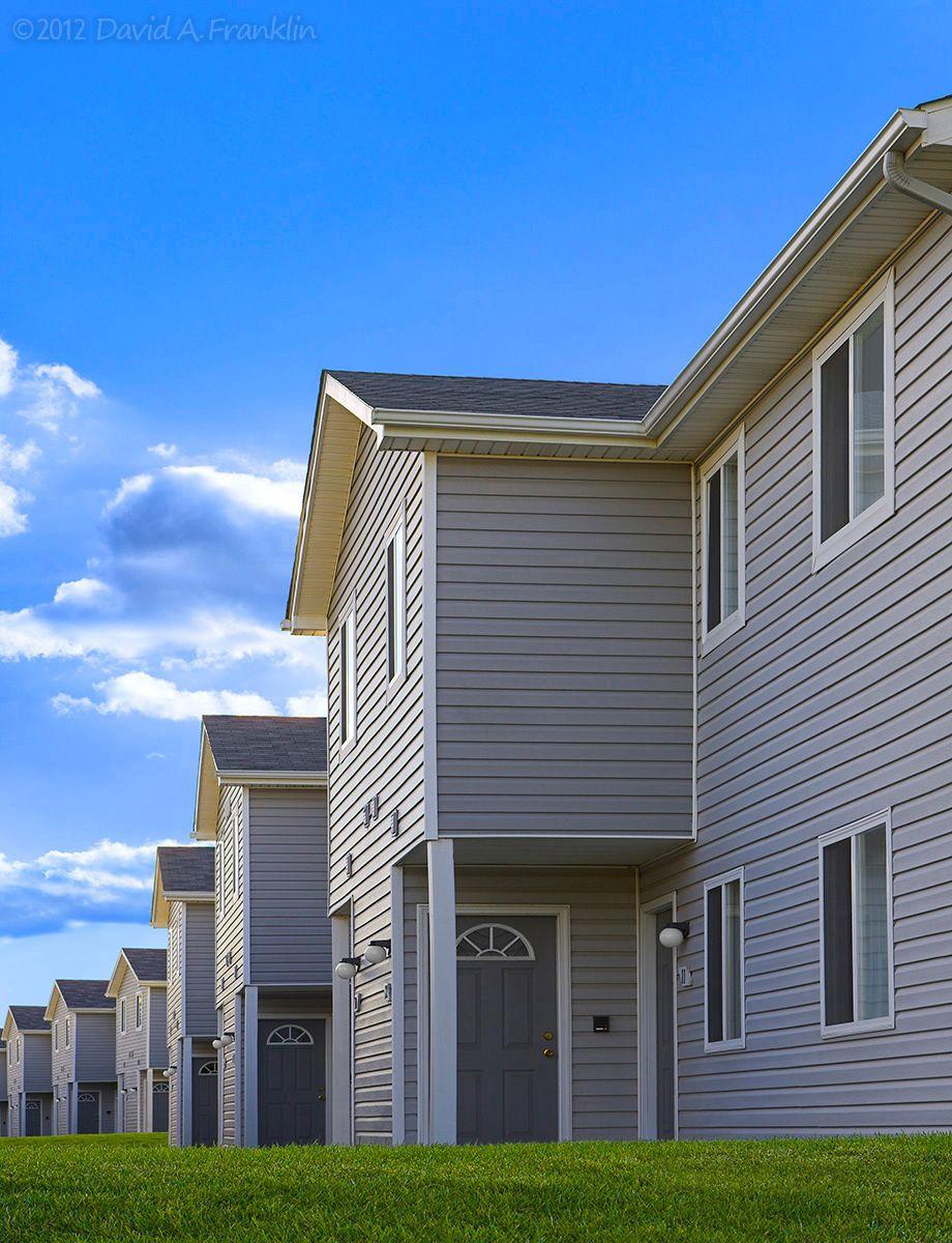 ApartmentComplex_Exterior_Oakbrook_AptUnits_Cover_LeasingBrochure