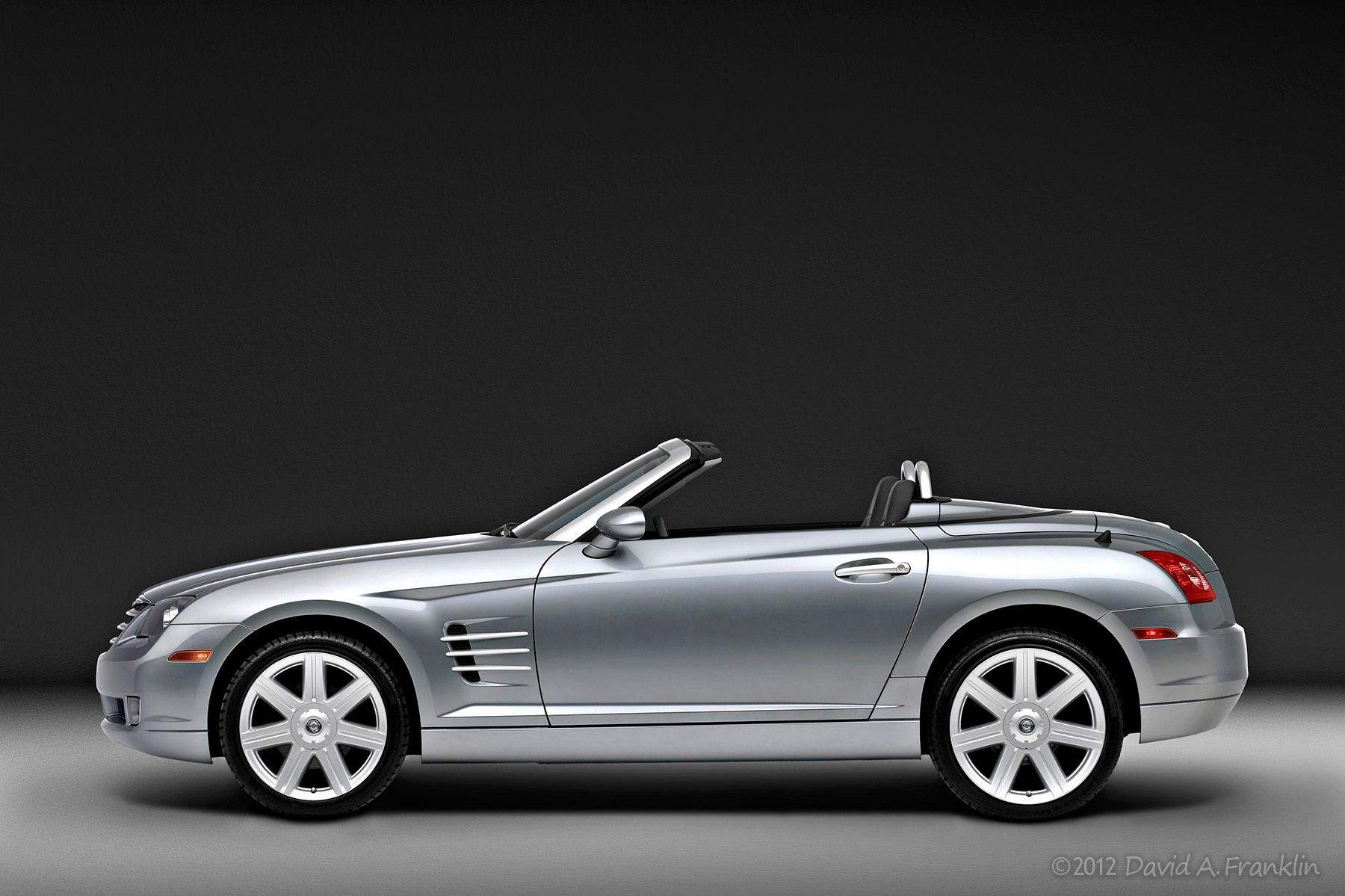 ChryslerCrossfireConvertible_Profile_SoftLighting_Studio
