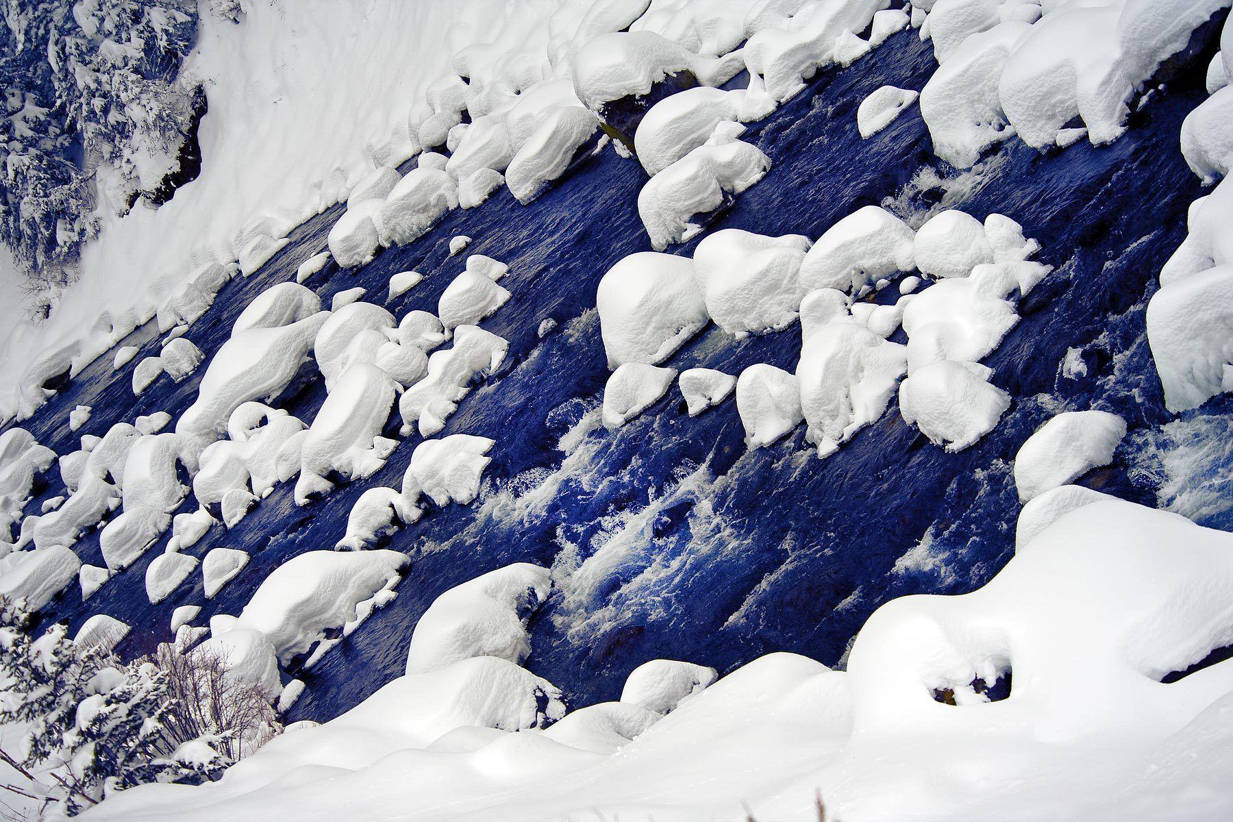 1yellowstone_freezing_river.jpg