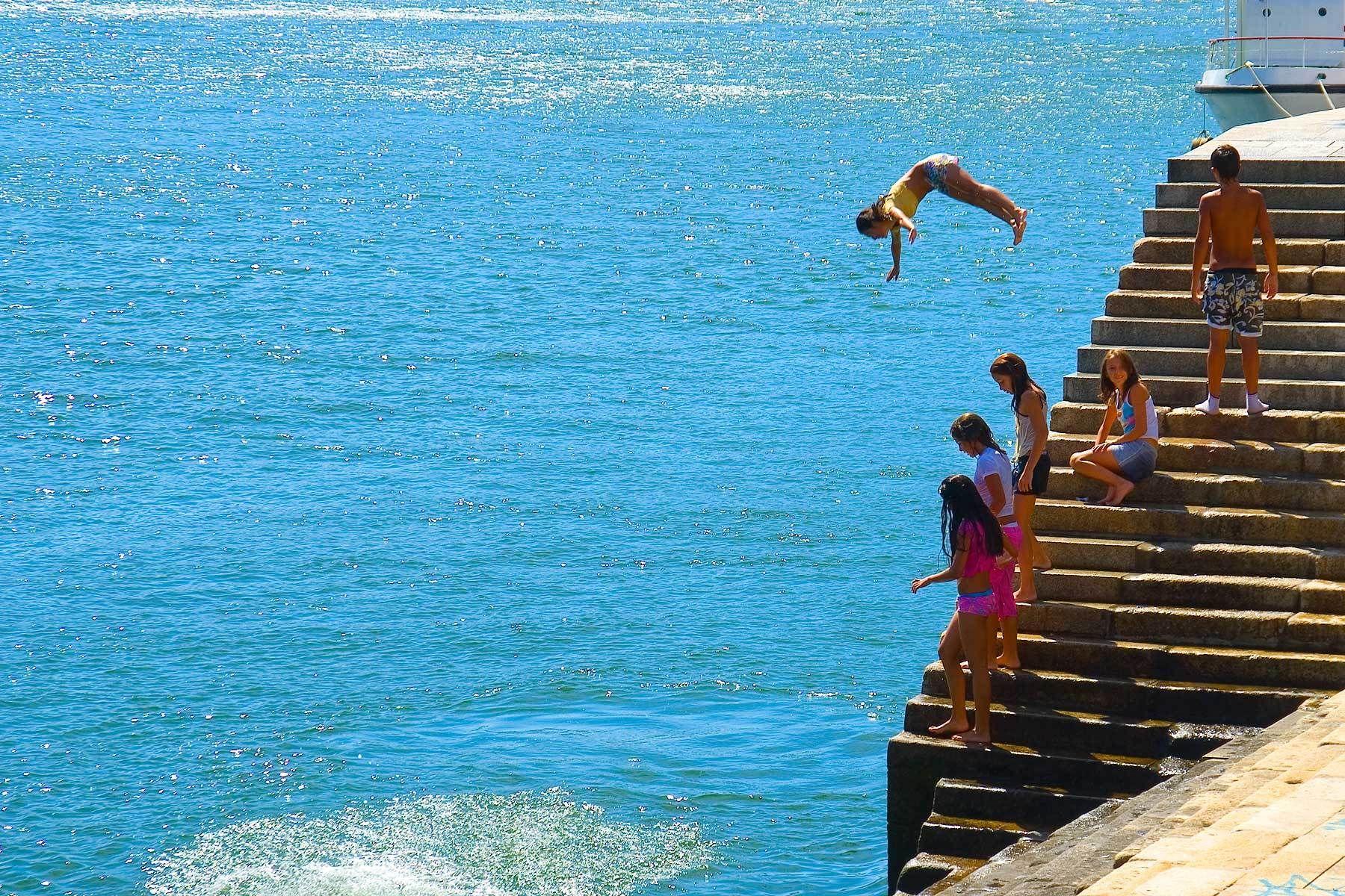1porto_swimmers.jpg