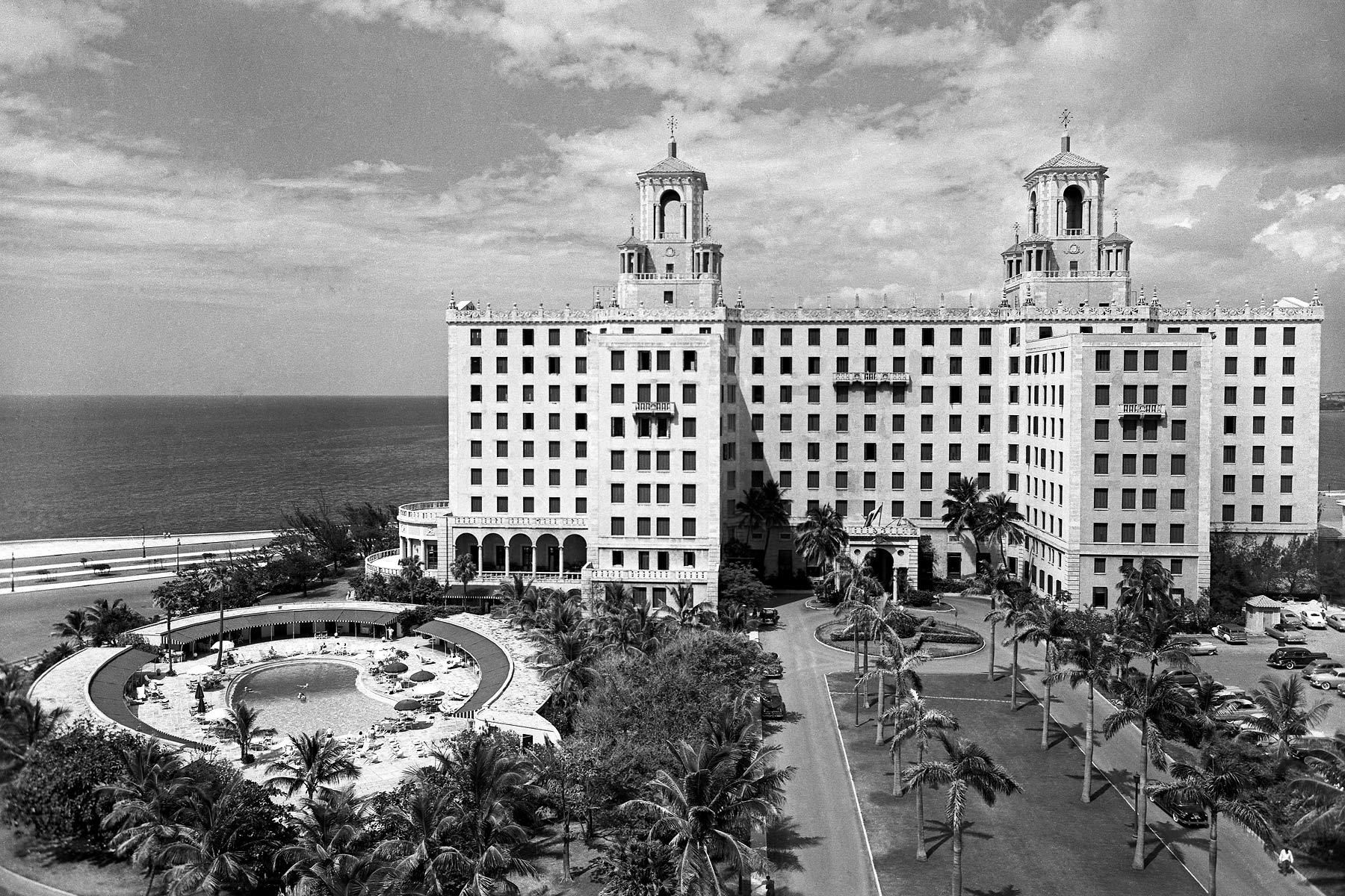 Royal Palms line the National Hotel 1954