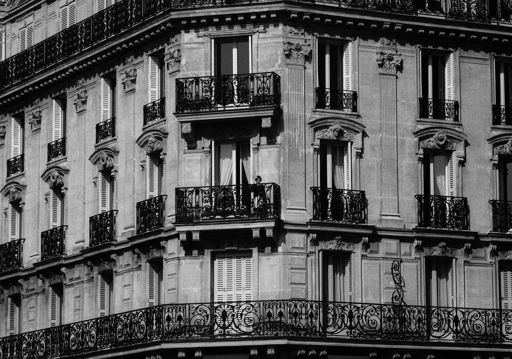 1girl_balcony.jpg