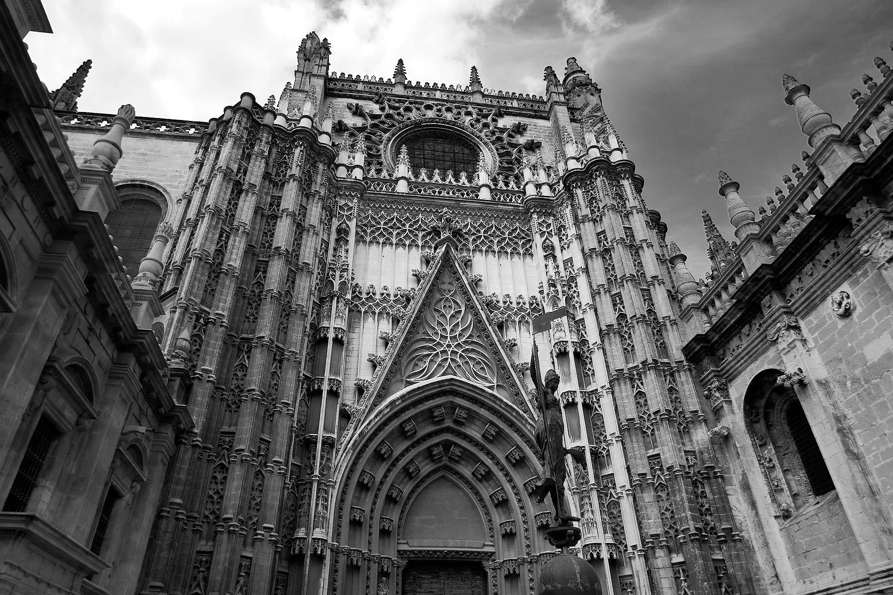 1seville_cathedral_bw.jpg