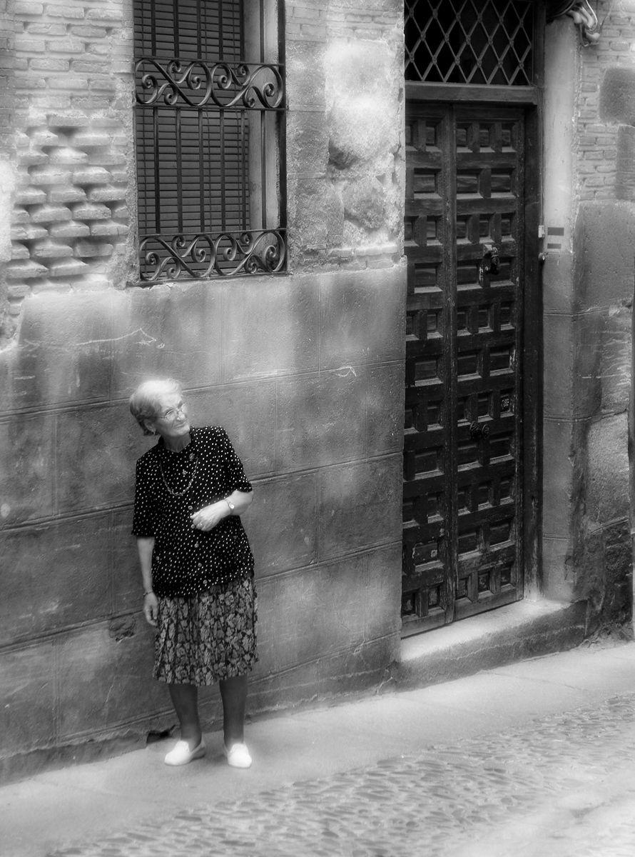1toledo_oldwoman_bw.jpg