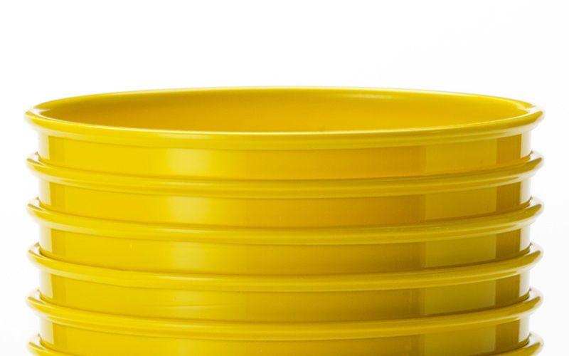 yellow plastic cups kiyoshi togashi