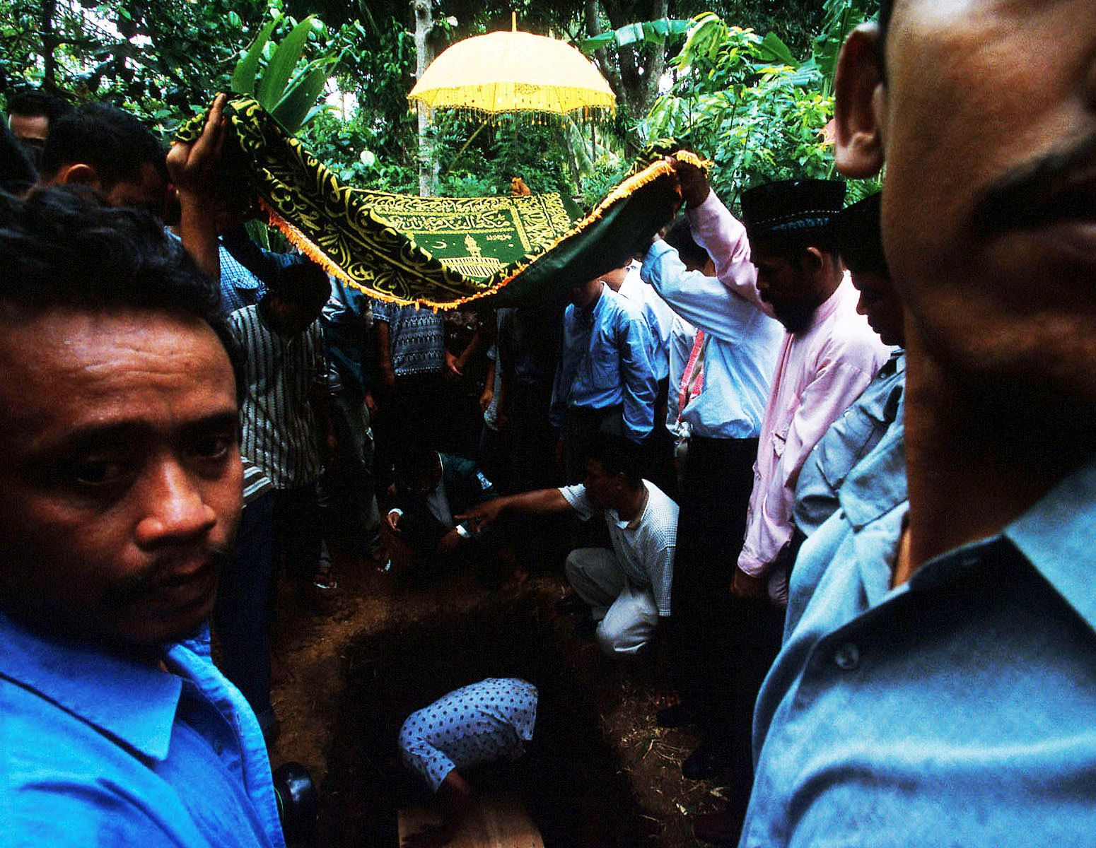 """More than 500 people joined Dayan's funeral.It was raining heavily and a weeping woman says to me, """"look, our Allah (God) is also crying because we lost Dayan.""""Banda Aceh, September 2001"""