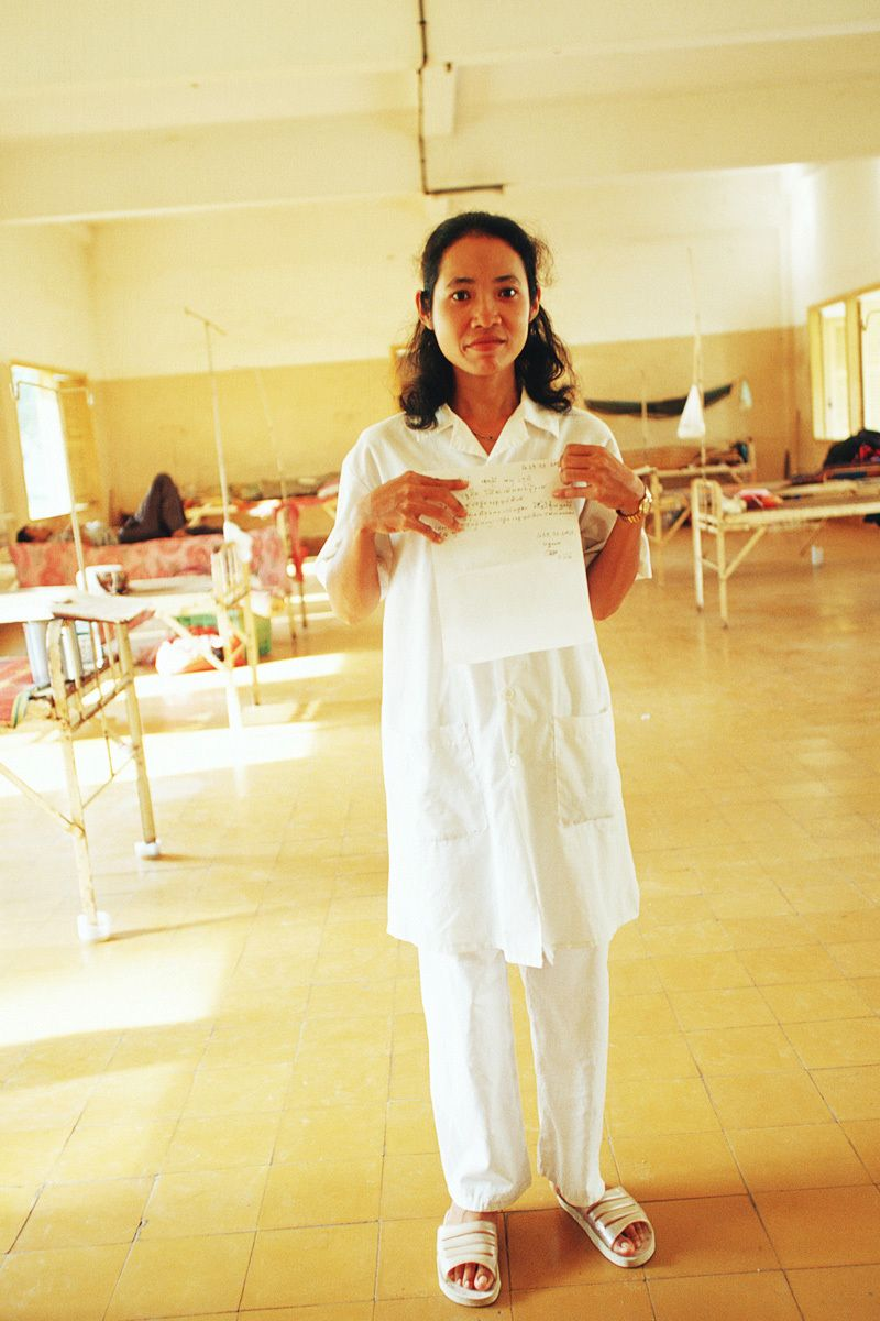 Nida is a nurse in Battambang Provincial Hospital.I first met her in 2002. She was taking care of patients from rural areas. None of the patients had money for medicine or food. I saw one male patient sleeping in a corner.