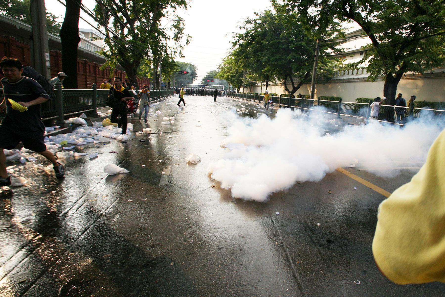 The People's Alliance for Democracy 's (PAD) protesters run away from tear gas.