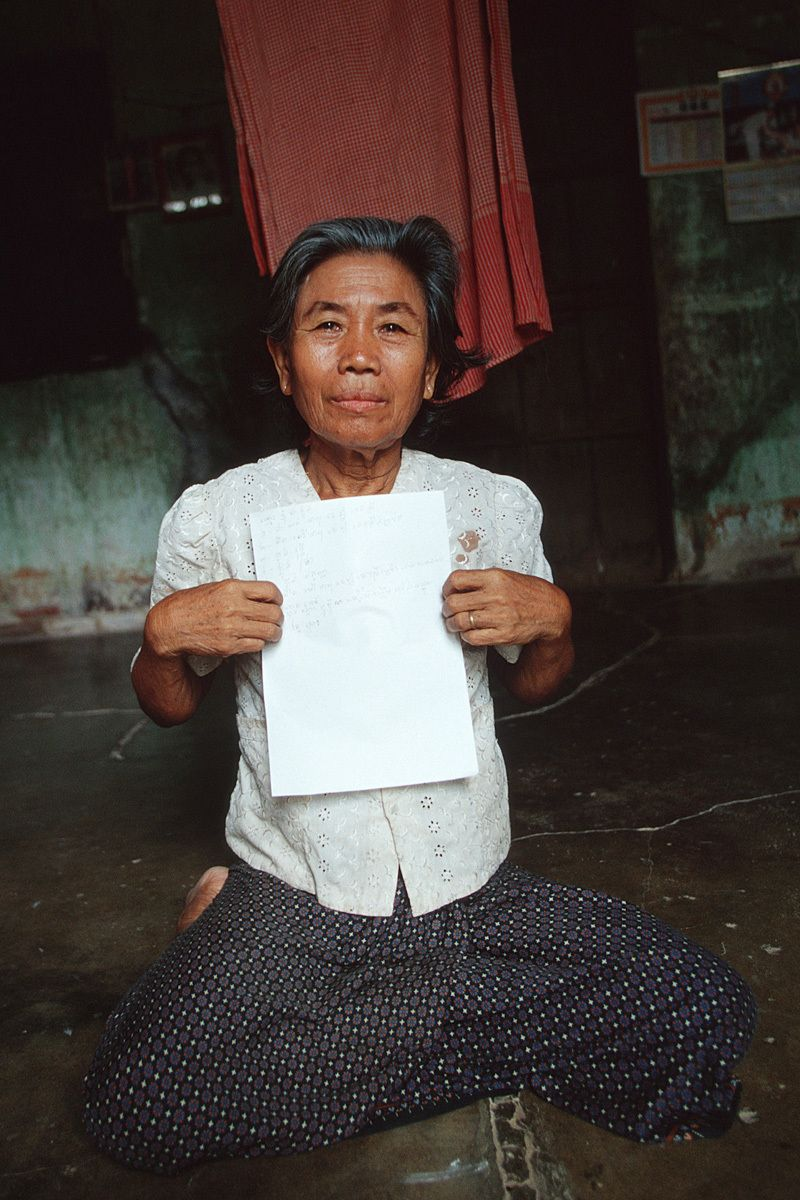 This is Seri's mother, Yoan. She is 66 years old and now lives alone.After her daughter Seri passed away, Yoan was taking care of Seri's three children. But she was too old and had no income to support them for their food and schooling.