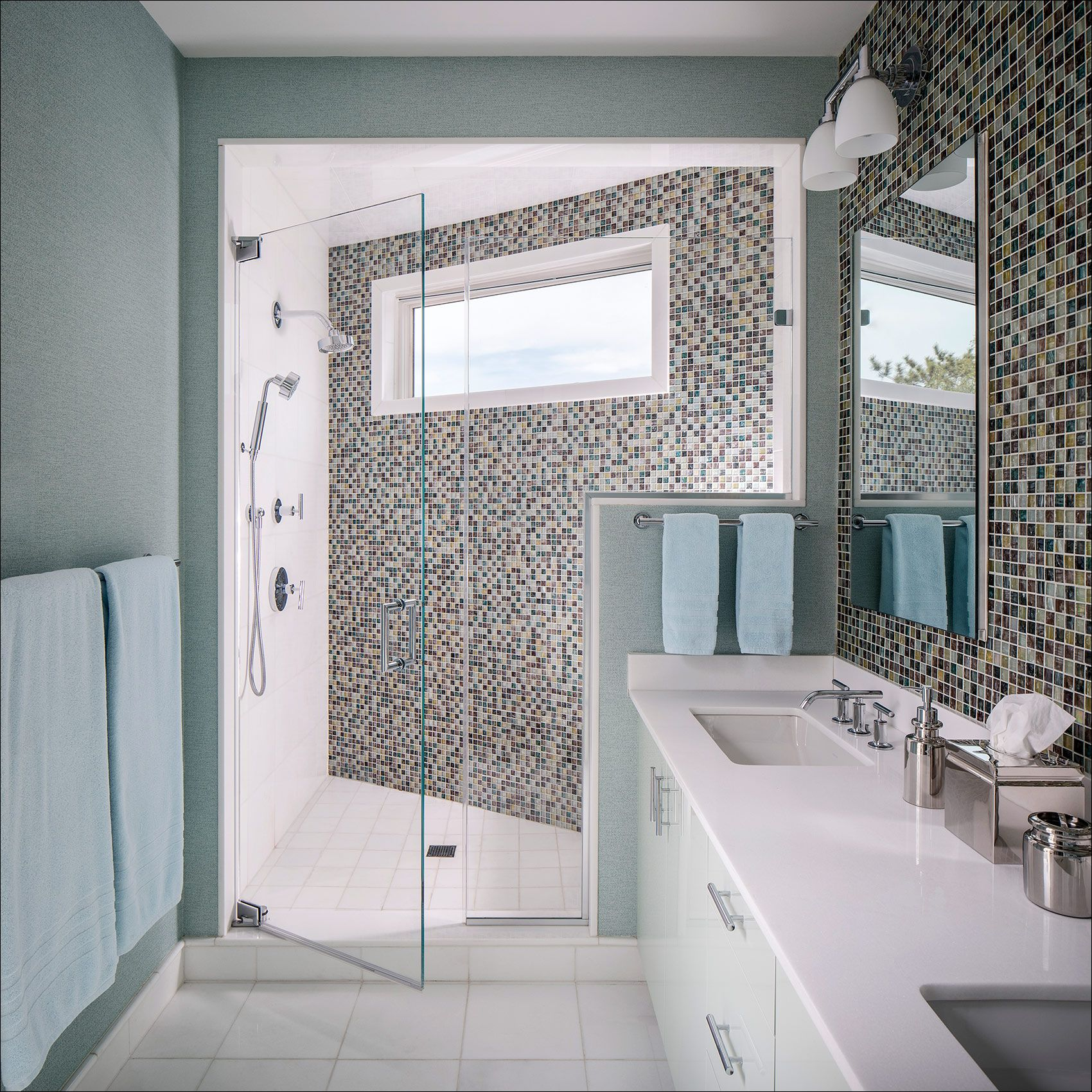 HerbertInterior_Hamptons_NewYork_Glasstile_Bathroom.jpg