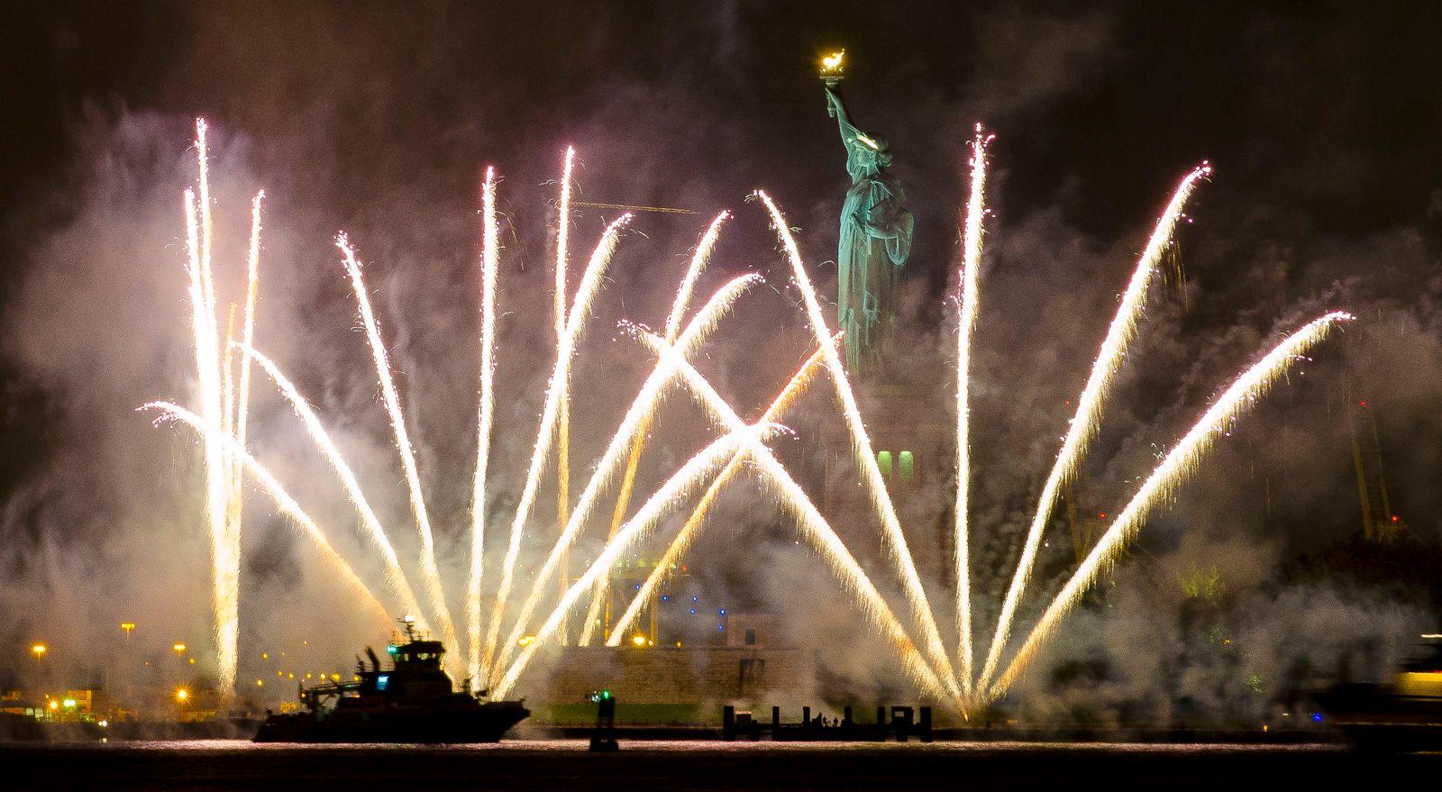 1r20100103_statue_liberty_fireworks_0032.jpg
