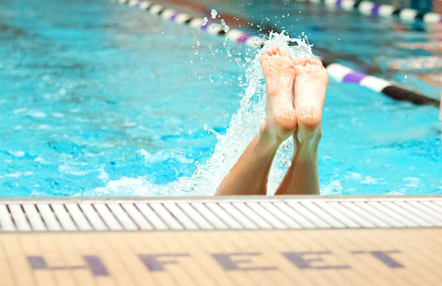 1swimteam_swimmeet_pool