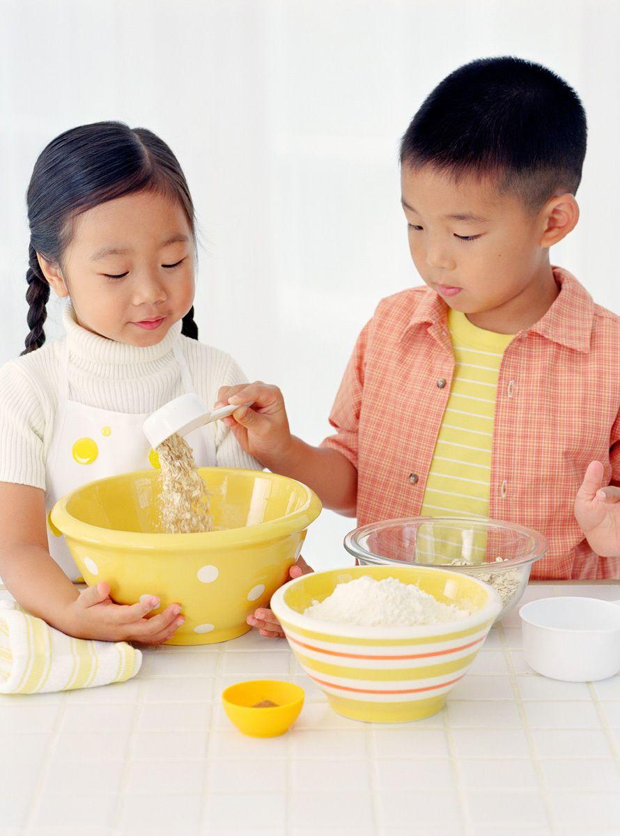 1boy_girl_baking.jpg