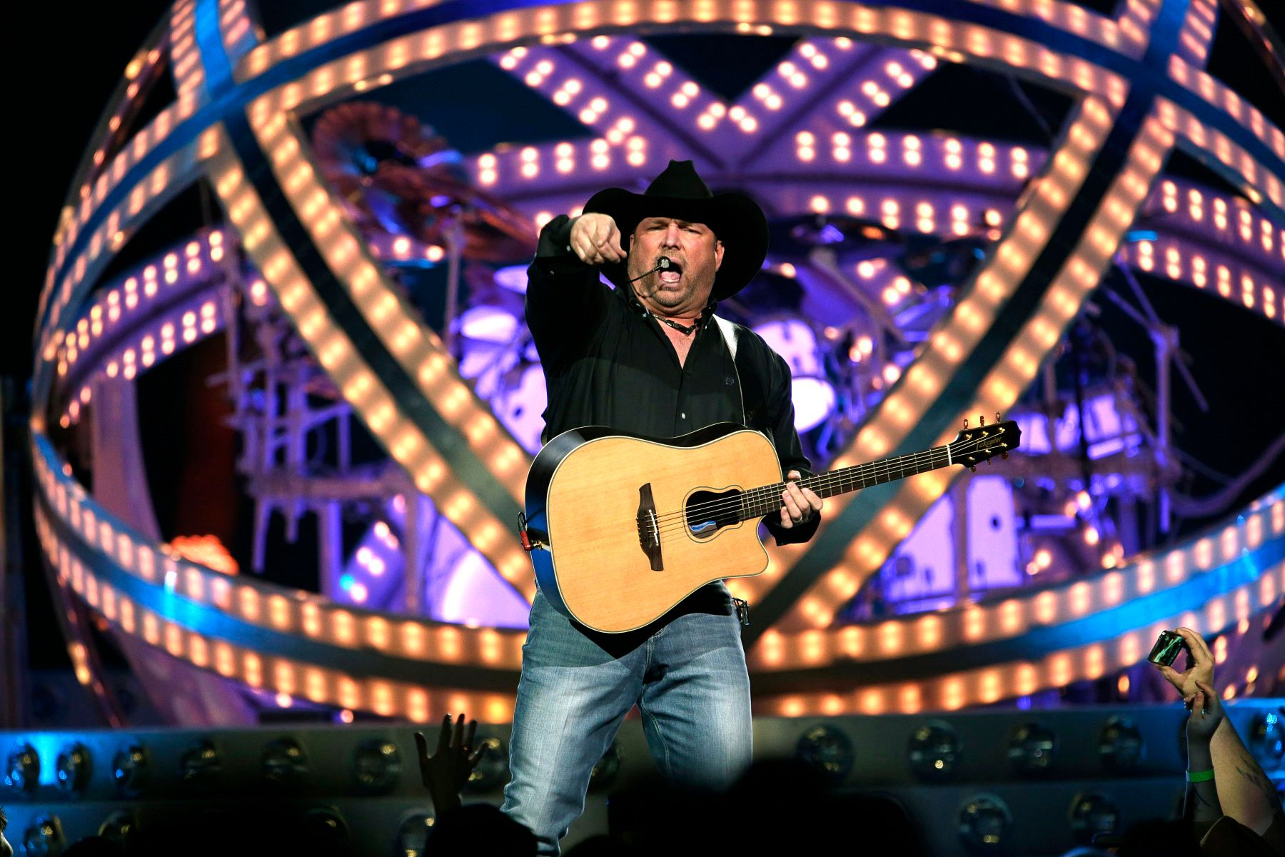 1garth_brooks_1.jpg