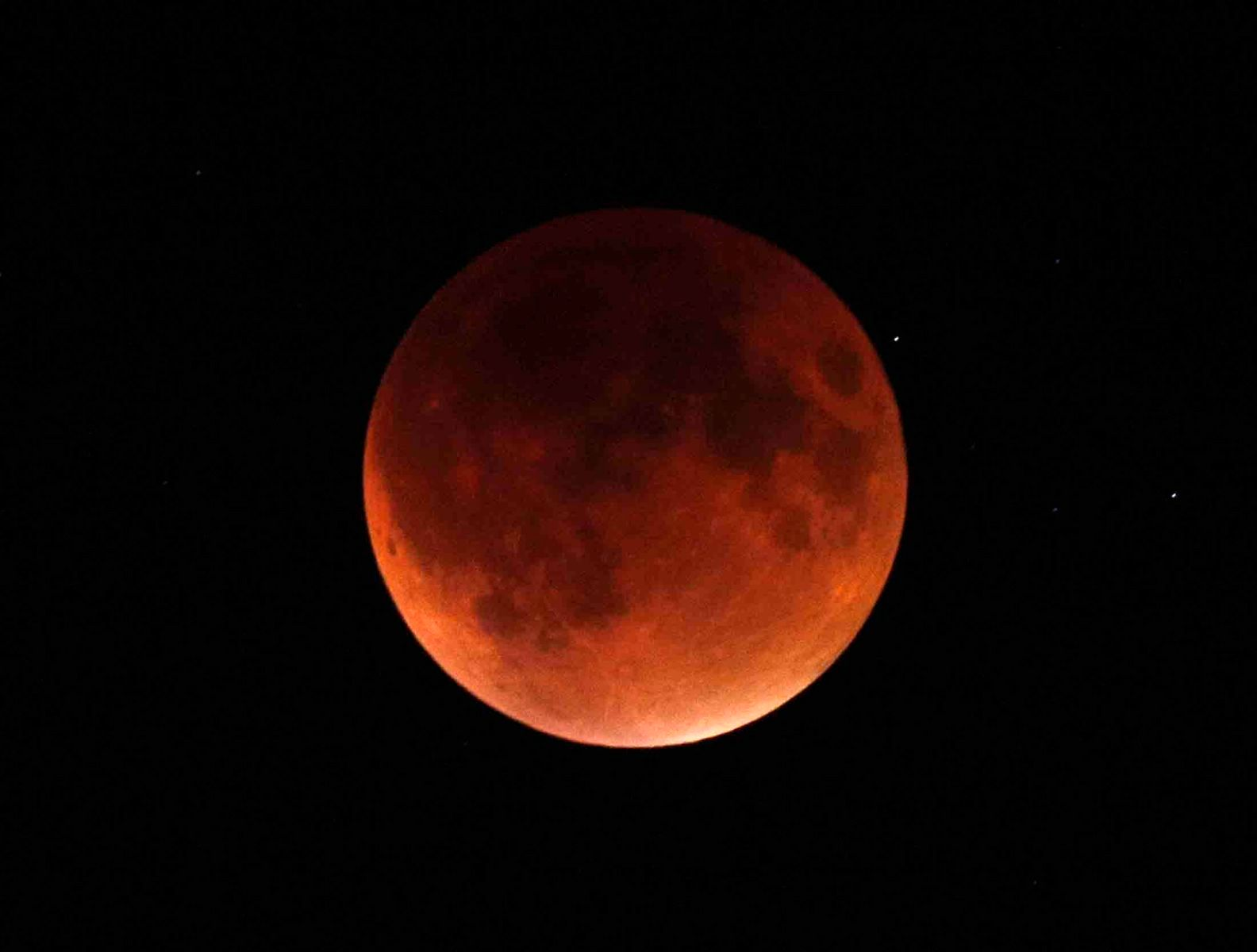 1supermoon_eclipse.jpg