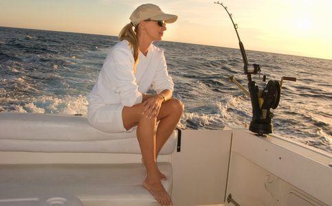 1Woman_on_a_boat_deep_sea_fishing.jpg