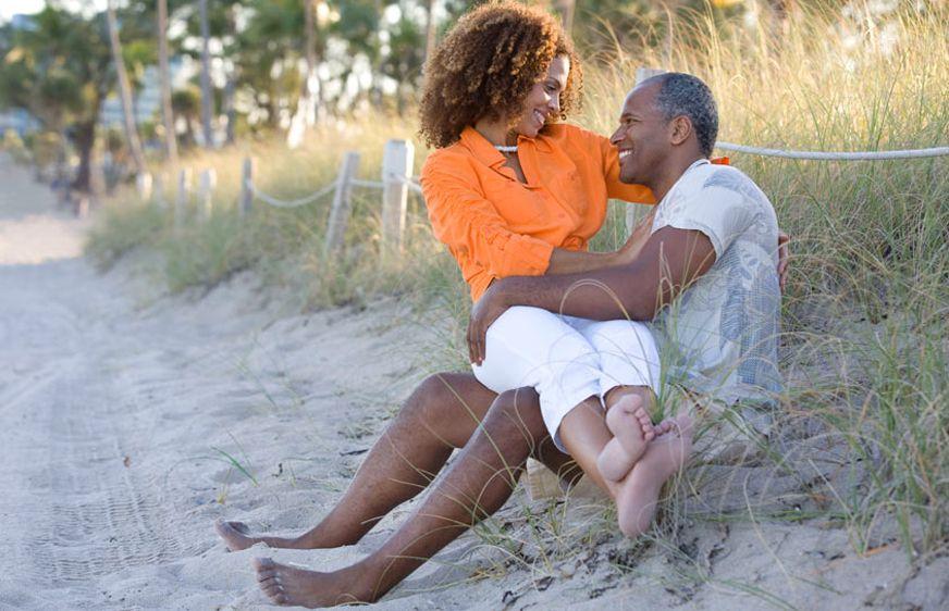 1Romantic_couple_sitting_a_beach.jpg