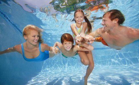 1Family_having_fun_underwater.jpg
