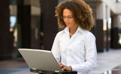 1Business_woman_outdoors_on_a_laptop_with_glasses.jpg