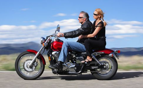 1Couple_riding_on_a_motorcycle.jpg