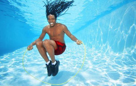 1Man_jumping_rope_underwater.jpg
