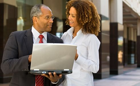 1Businessman_and_woman_on_a_laptop_outdoors.jpg