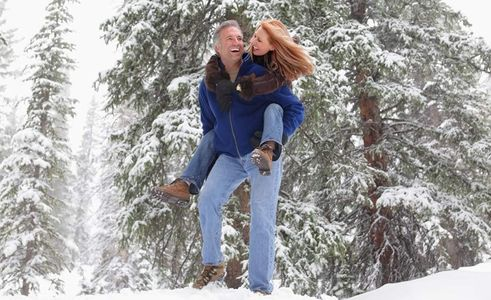 1Woman_get_a_piggy_back_ride_in_snow.jpg