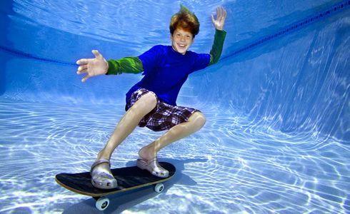 1Underwater_skate_boarding_in_a_pool.jpg