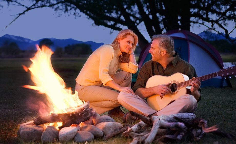 1Couple_at_a_campfire_playing_guitar.jpg