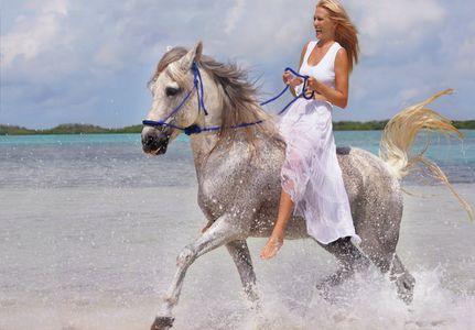 1Girl_Riding_horse_bareback_on_the_beach.jpg