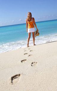 1Footprints_in_the_sand.jpg