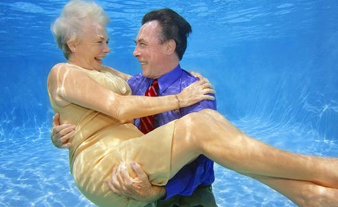 1Romantic_senior_couple_underwater.jpg