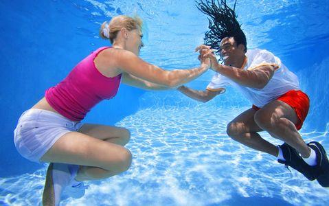 1Couple_hip_hop_dancing_underwater.jpg