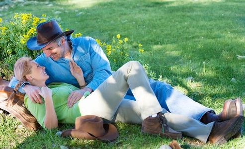 1Romantic_cowboy_couple_relaxing_outdoors.jpg