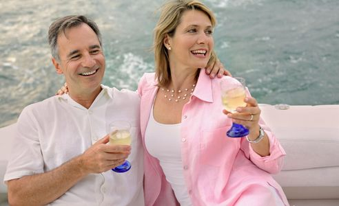 1Couple_relaxing_with_wine_on_a_boat_cruise.jpg