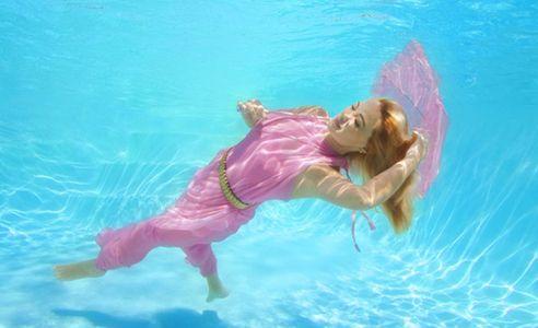 1Girl_floating_in_a_dream_underwater.jpg