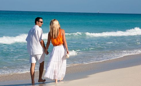 1Happy_couple_enjoying_a_walk_on_a_tropical_beach.jpg