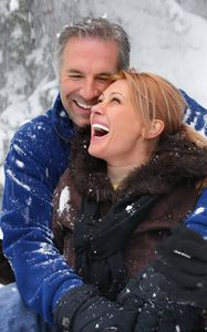 1Laughing_couple_enjoying_the_snow_falling.jpg
