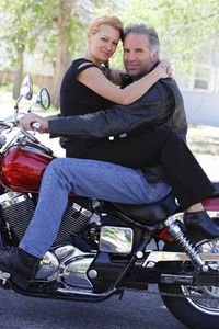 1Portrait_of_a_couple_embracing_on_a_motorcycle.jpg