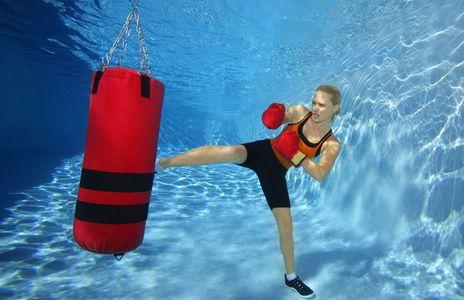 1Female_kick_boxer_training_underwater.jpg