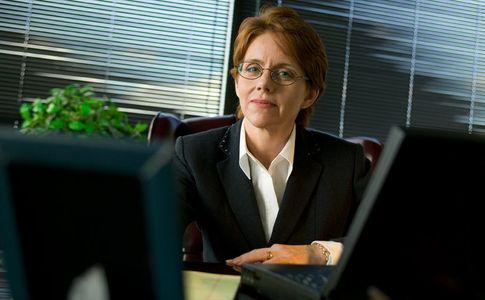 1Portrait_of_a_business_woman.jpg