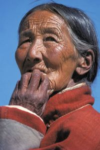 1nepal_old_lady_gassian_blur_ww.jpg