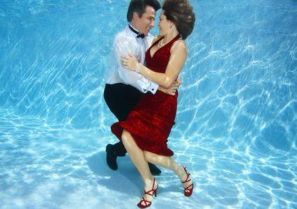 1Couple_Dancing_underwater_.jpg