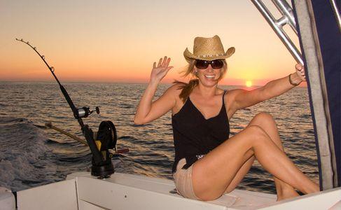 1Girl_waving_on_a_fishing_boat.jpg