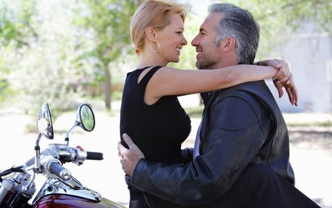 1Romantic_couple_on_a_motorcycle.jpg