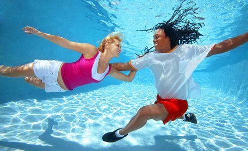 1Couple_dancing_free_style_underwater.jpg