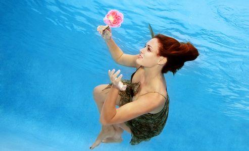1Girl_romantically_dreaming_underwater.jpg