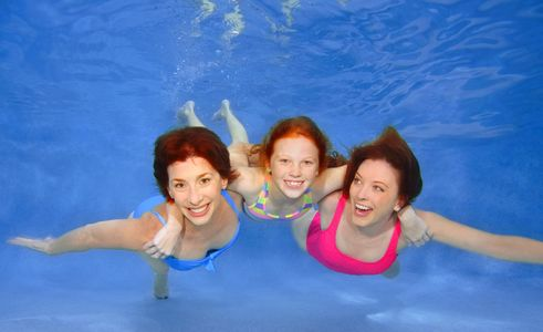 1Three_generation_women_swiming_underwater.jpg