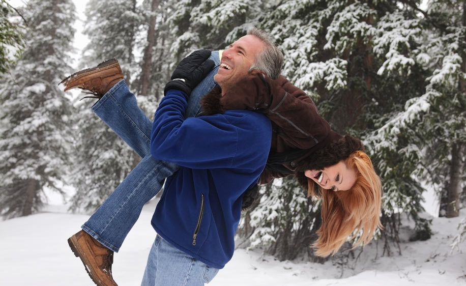 1Man_carrying_woman_over_shoulder.jpg